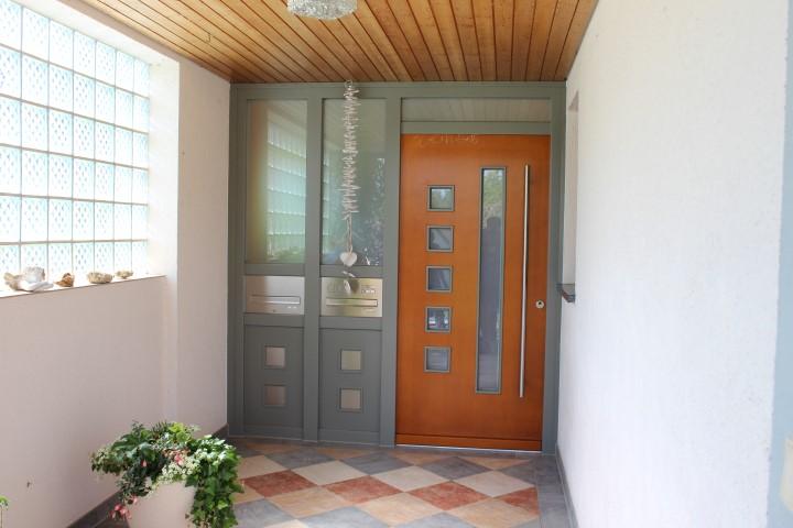 Fensterbau Arnold Fluorn-Winzeln Türe braun-blau