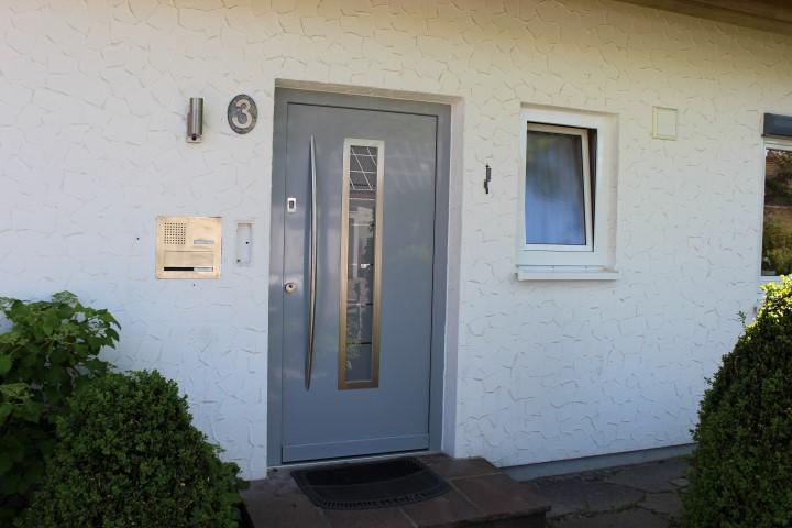 Fensterbau Arnold Fluorn-Winzeln Türe grau