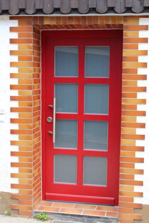 Fensterbau Arnold Fluorn Winzeln Türe rot