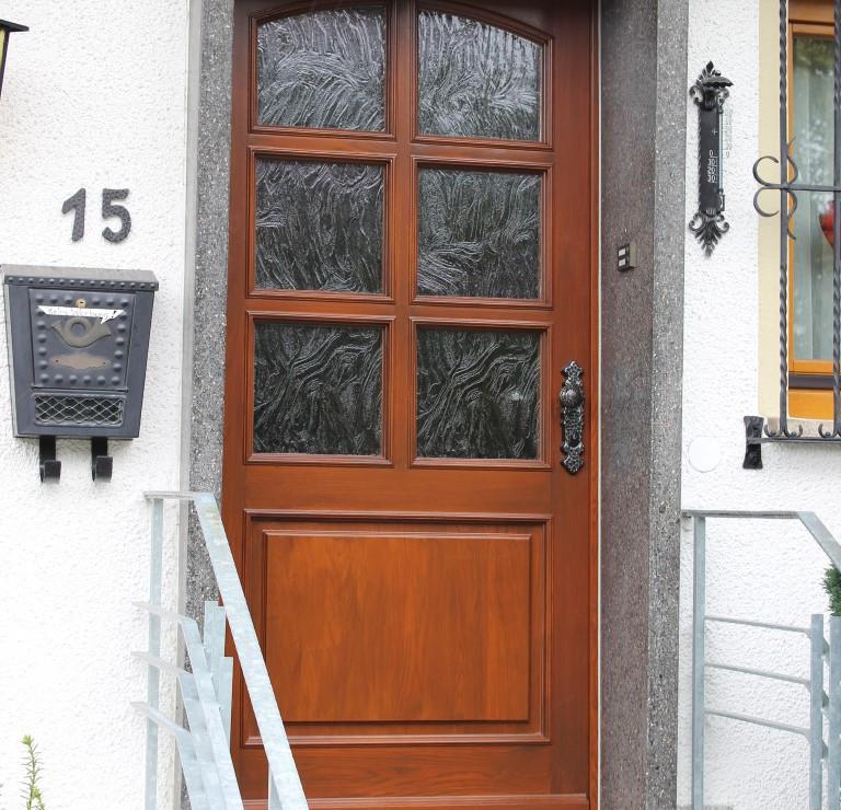 Fensterbau Arnold Fluorn-Winzeln Haustüre rustikal