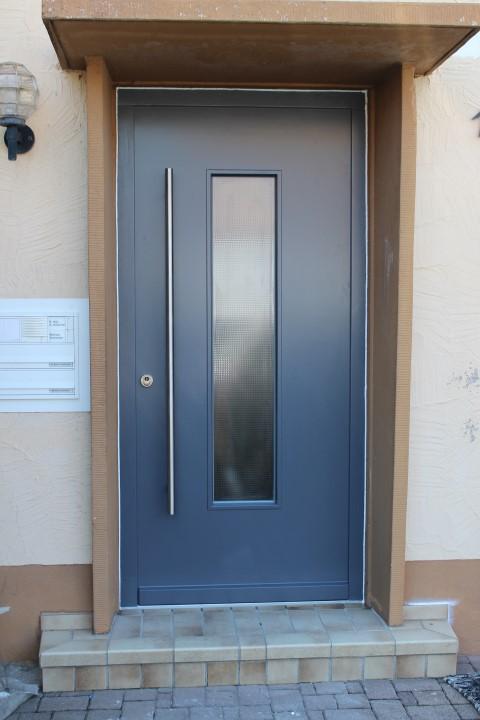 Fensterbau Arnold Fluorn-Winzeln Haustüre mit Stoßgriff